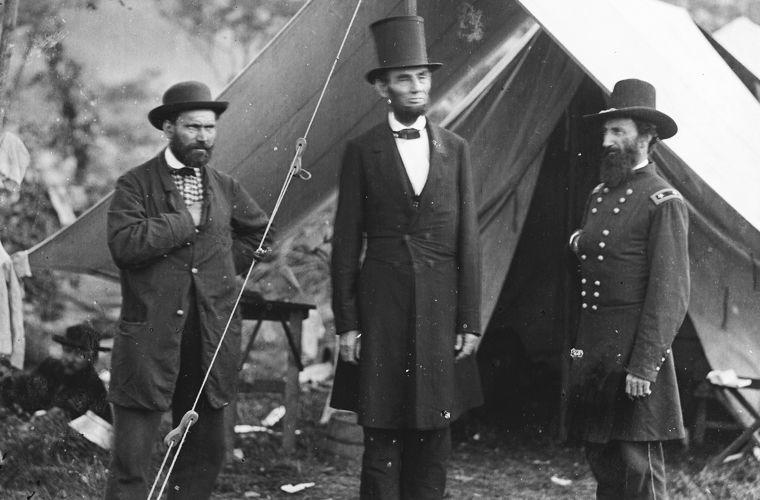 Алан Пинкертон, Авраам Линкольн и генерал Джон МакКлернанд во время битвы при Энтитеме в 1862 году