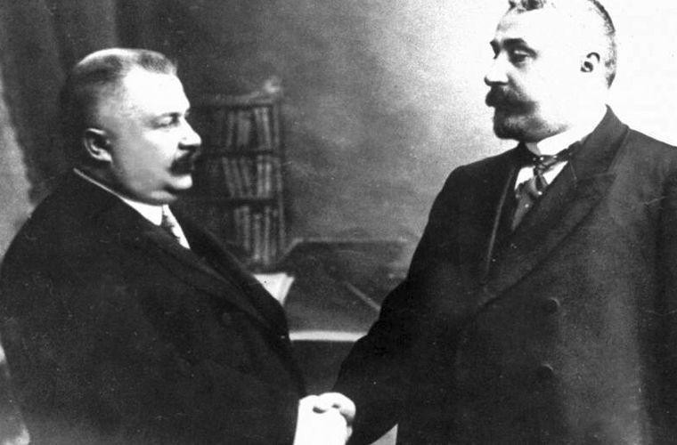 Аркадий Кошко (справа) и начальник Петербургской сыскной полиции Владимир Филиппов