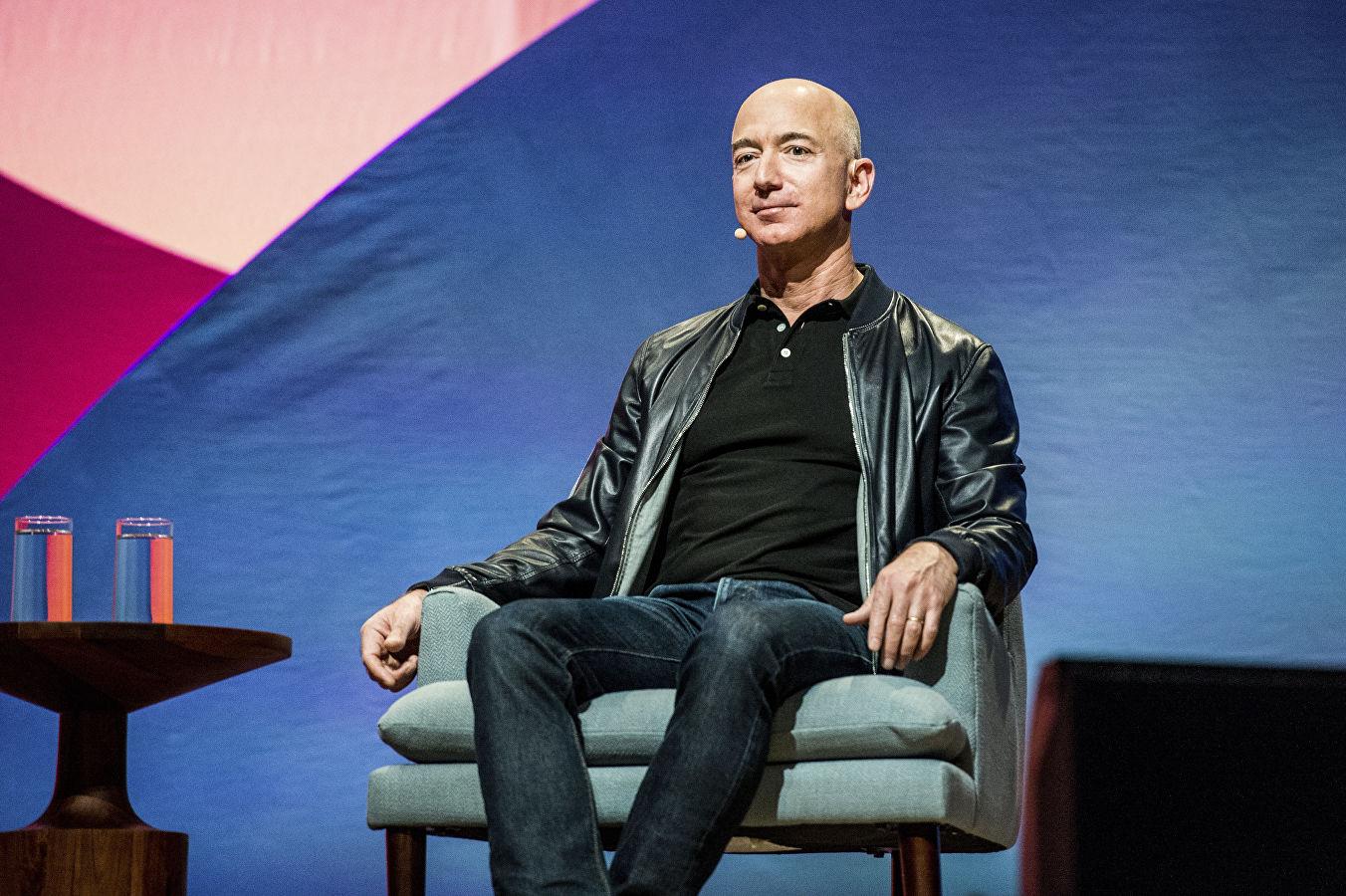 Глава Amazon нанял детективов